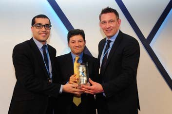 At the award ceremony in Hertfordshire near London (from left to right): Aziz Mabrouki (Henkel), Graham Chipchase (Rexam Chief Executive), Mark Sowerby (Henkel). (Photo: Business Wire)