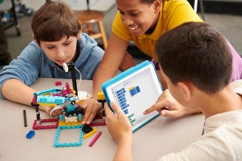 包括LEGO? Education SPIKE? Prime科创套在内的乐高教育全系列产品组合旨在提升学生动手实践式学习能力,培养学生的审辩式思维技能。(照片:美国商业资讯)