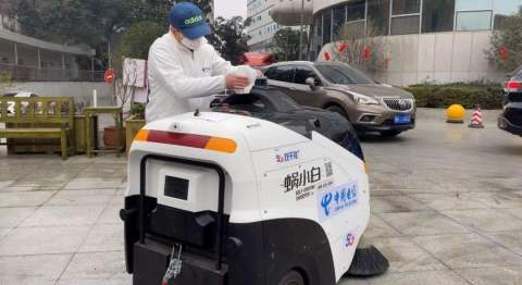 Idriverplus vehicles, equipped with Velodyne lidar, are being used to clean and disinfect hospital areas as part of efforts to combat the coronavirus epidemic in China. (Photo: Idriverplus)