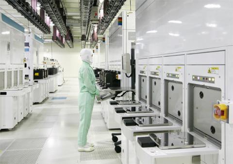 商业资讯_东芝四日市业务部生产据点内的fab5无尘室(照片:美国商业资讯)